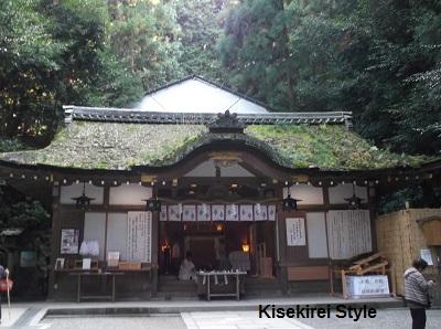 狭井神社本殿